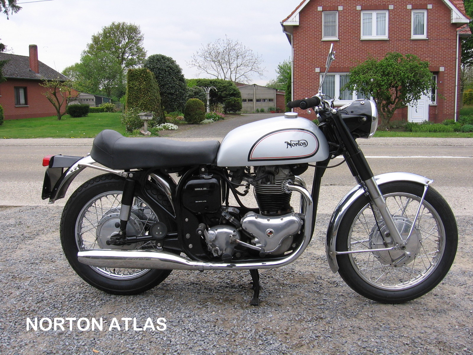 08-Norton Atlas 004